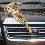 Украшение свадебных машин цветами